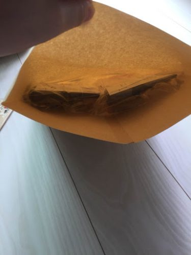 メルカリ商品を封筒に入れる